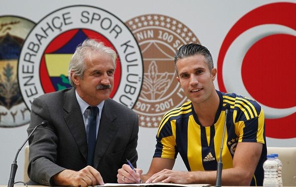 Van Persie completes move to Fenerbahce from Manchester United